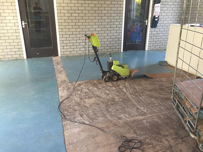 Verwijderen marmoleum bij auris college te rotterdam vhe